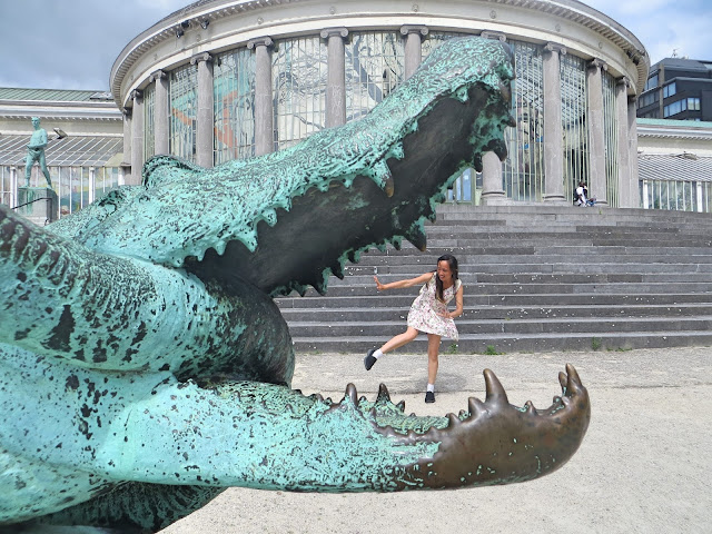 crocodile and girl, Brussels