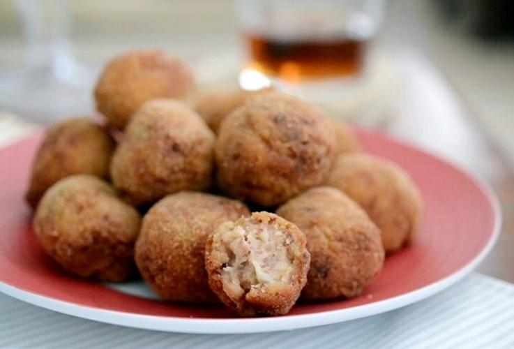 Croquetas de jamón con almendras