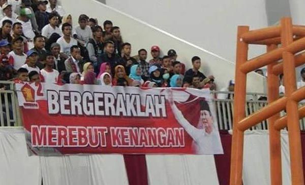 "Bikin Ngakak! Viral Spanduk Prabowo ""Bergerak Merebut Kenangan"", Lihat Penampakannya..."