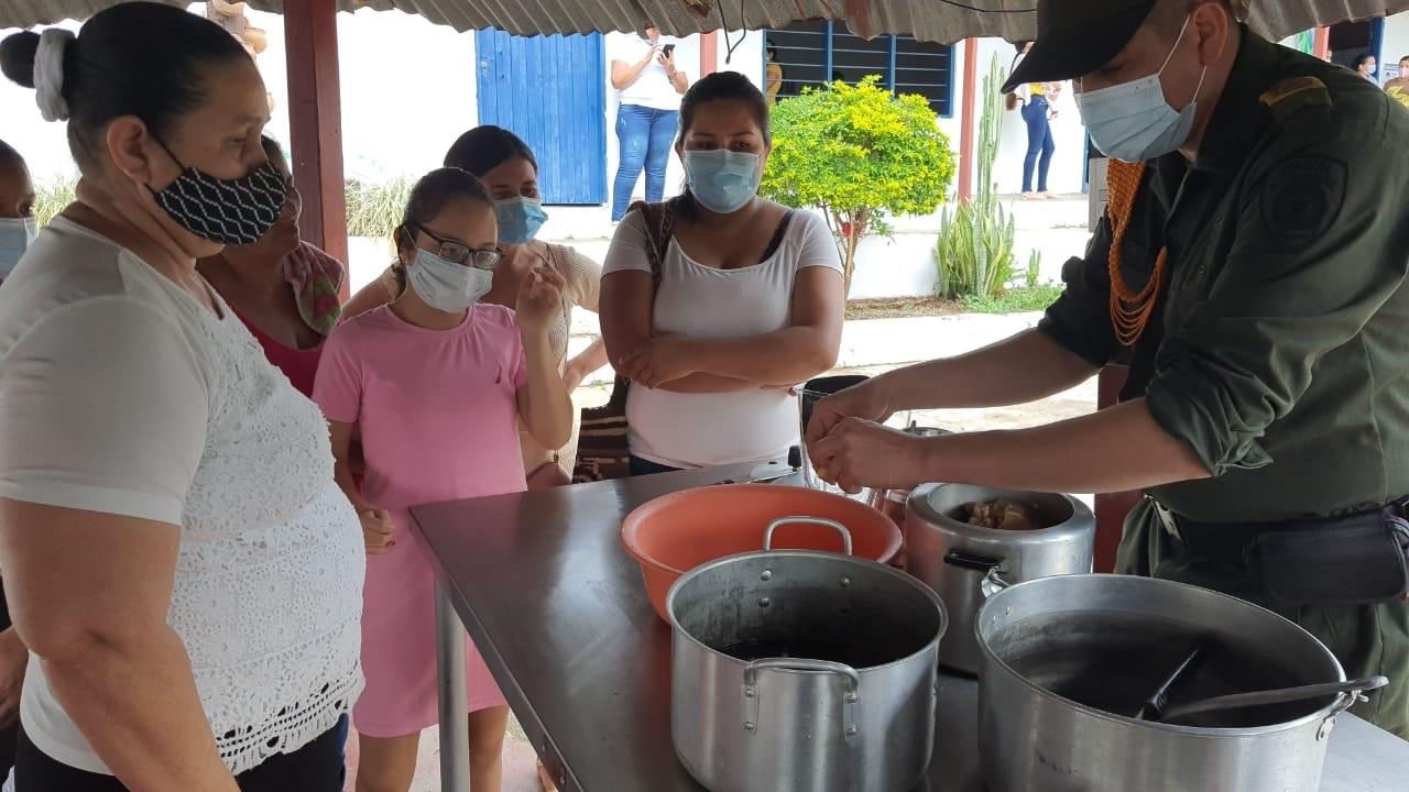 https://www.notasrosas.com/Departamento de Policía Cesar capacitó sobre Culinaria, a 20 mujeres en San José de Oriente