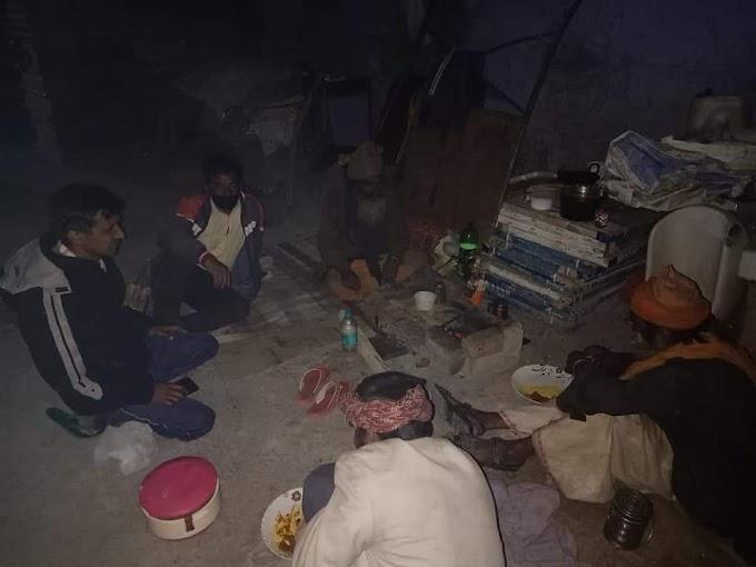 लॉक डाउन में भूखों का मसीहा बने  सतेन्द्र सिंह रावत-देखिए पौड़ी से कुलदीप बिष्ट की रिपोर्ट