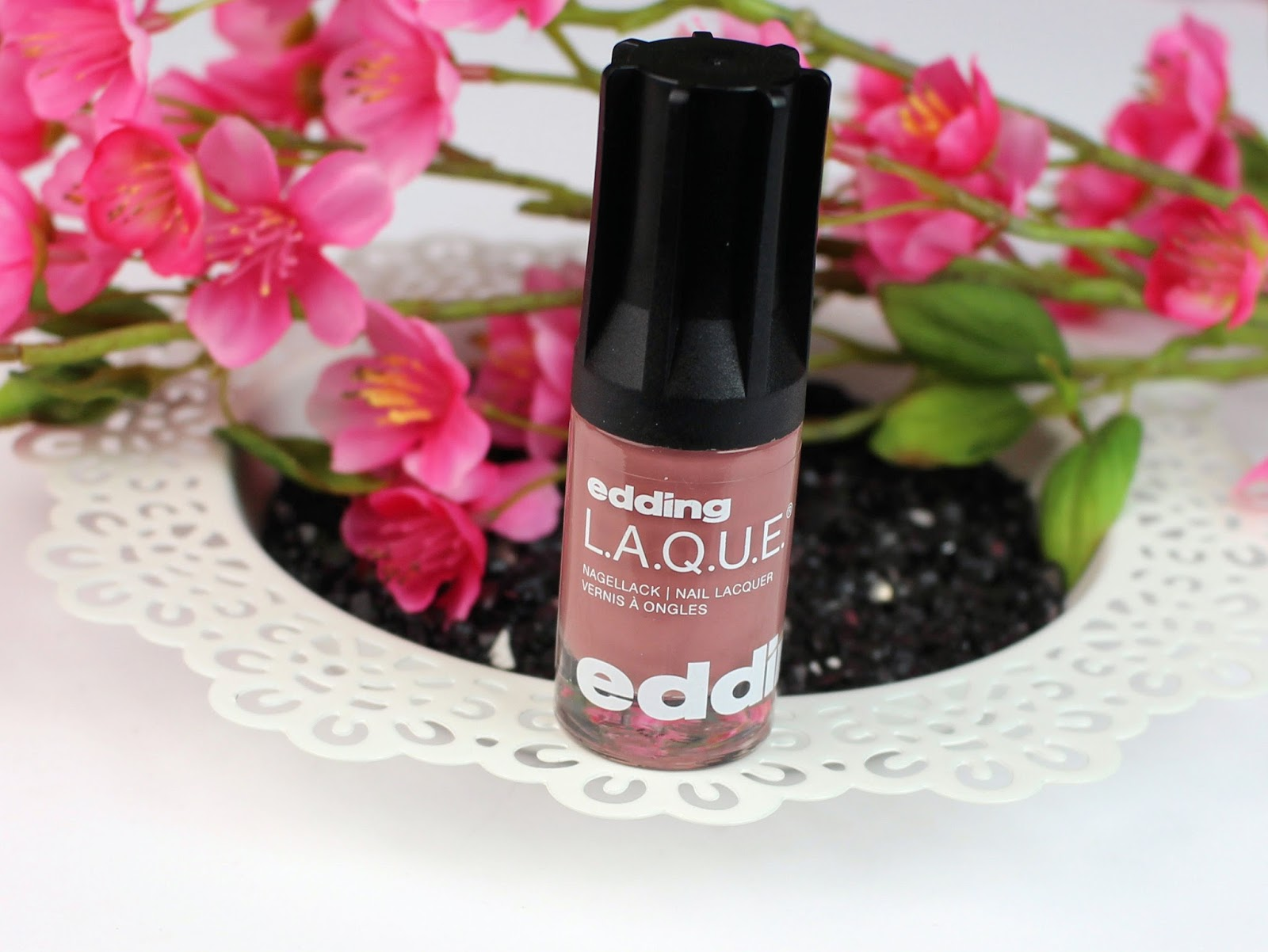 altrosa, blogger club, drogerie, edding L.A.Q.U.E., fingernägel lackieren, glanz, grau, greedy grey, haltbarkeit, mad mistyrose, nagellack, nailpolish, review, swatches, top coat, tragebilder, überlack,