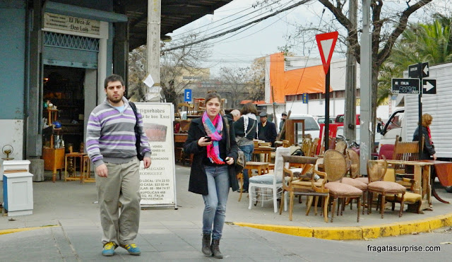 Lojas de móveis antigos no Bairro Itália, em Santiago