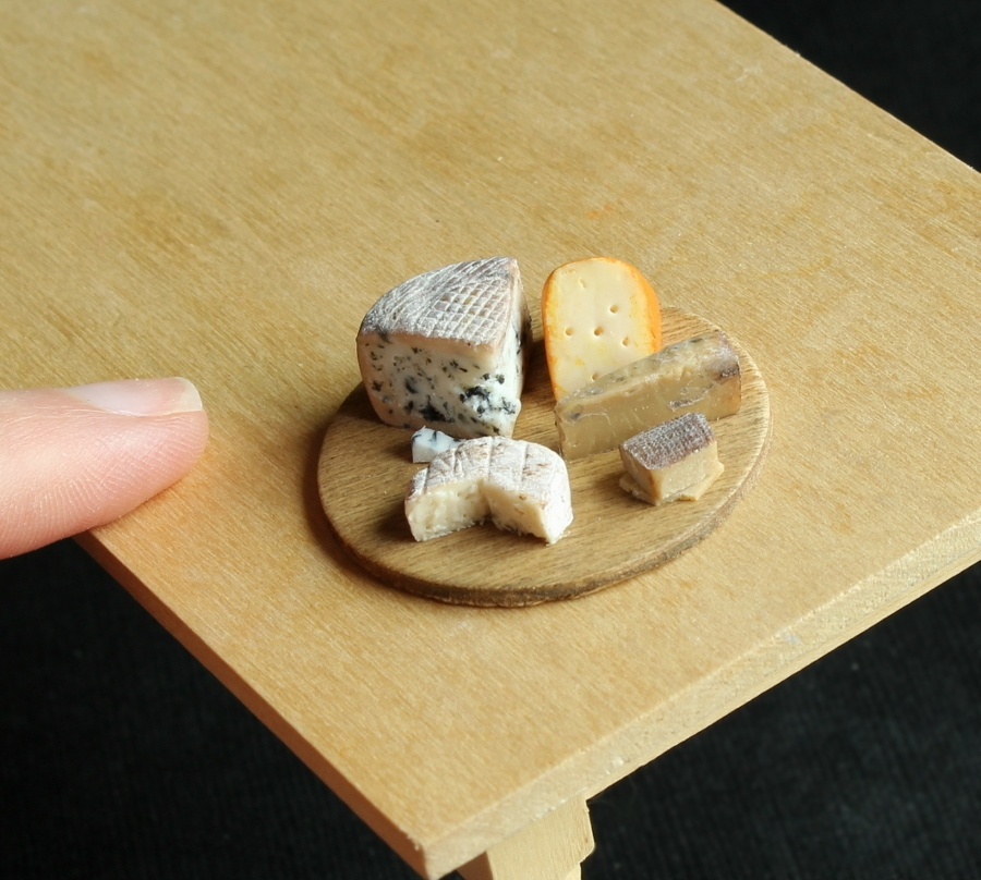23-Cheese-Platter-Kim-Clough-fairchildart-Dolls-House-Miniature-Clay-Food-Art-www-designstack-co