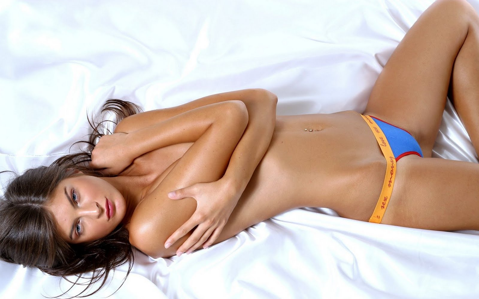 hot girl on bed - photo #10