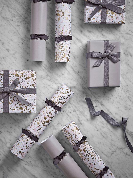 Papier do prezentów świątecznych