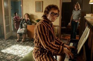 Elton John afirma que cena de 'Rocketman' com hit 'Your Song' não foge da realidade
