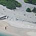 """Casal resgatado depois de escrever """"SOS"""" na areia"""