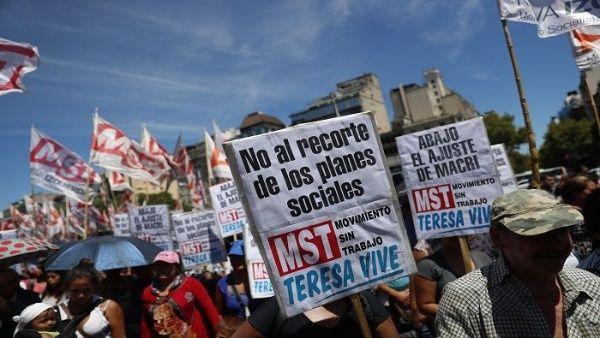 Reportan más de 10 mil despidos en Argentina entre mayo y junio