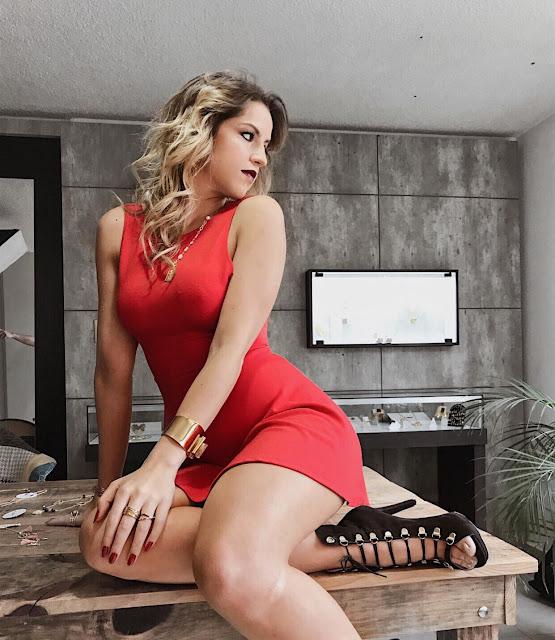 Paola Galina Sexy pack