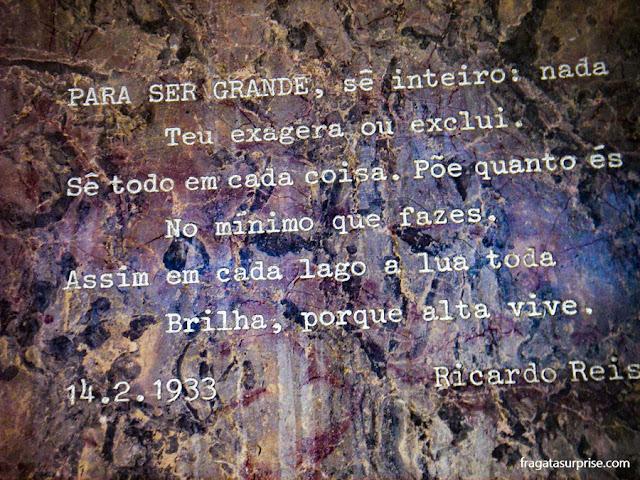 lápide de Fernando Pessoa, no Mosteiro dos Jerónimos, em Lisboa