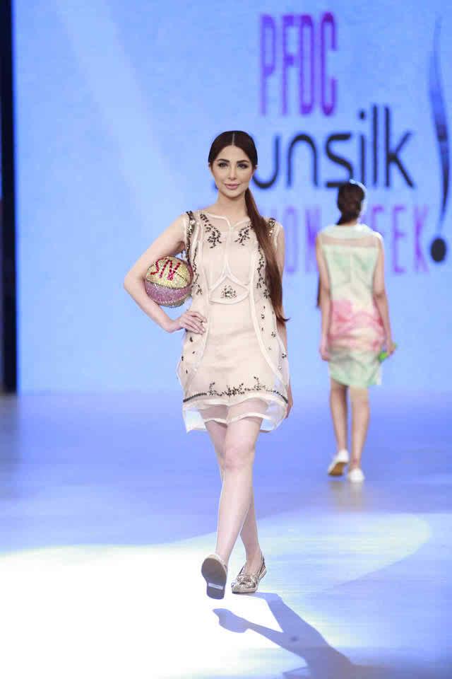 Pakistan Fashion, Pakistani Dresses, Women's Fashion, Women Dresses, New  Fashion, New Fashion, Celebrity Fashion, Fashion, Fashion Weeks,