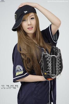 xxx nude girls: Play Ball with Hwang Mi Hee!