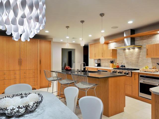 ห้องครัวโมเดิร์นเน้นผิวสัมผัสไม้