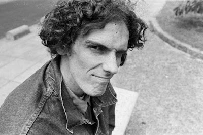 Se viene el documental del flaco Spinetta.