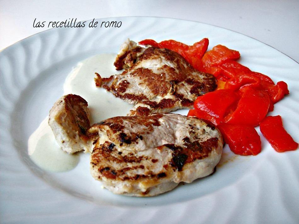 Filetes de solomillo de cerdo con salsa roquefort