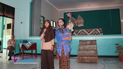 Kunjungi SMA N 10 Purworejo, Dalang Perempuan Nyi Dwi Puspita Ningrum Kenalkan Tokoh Pewayangan