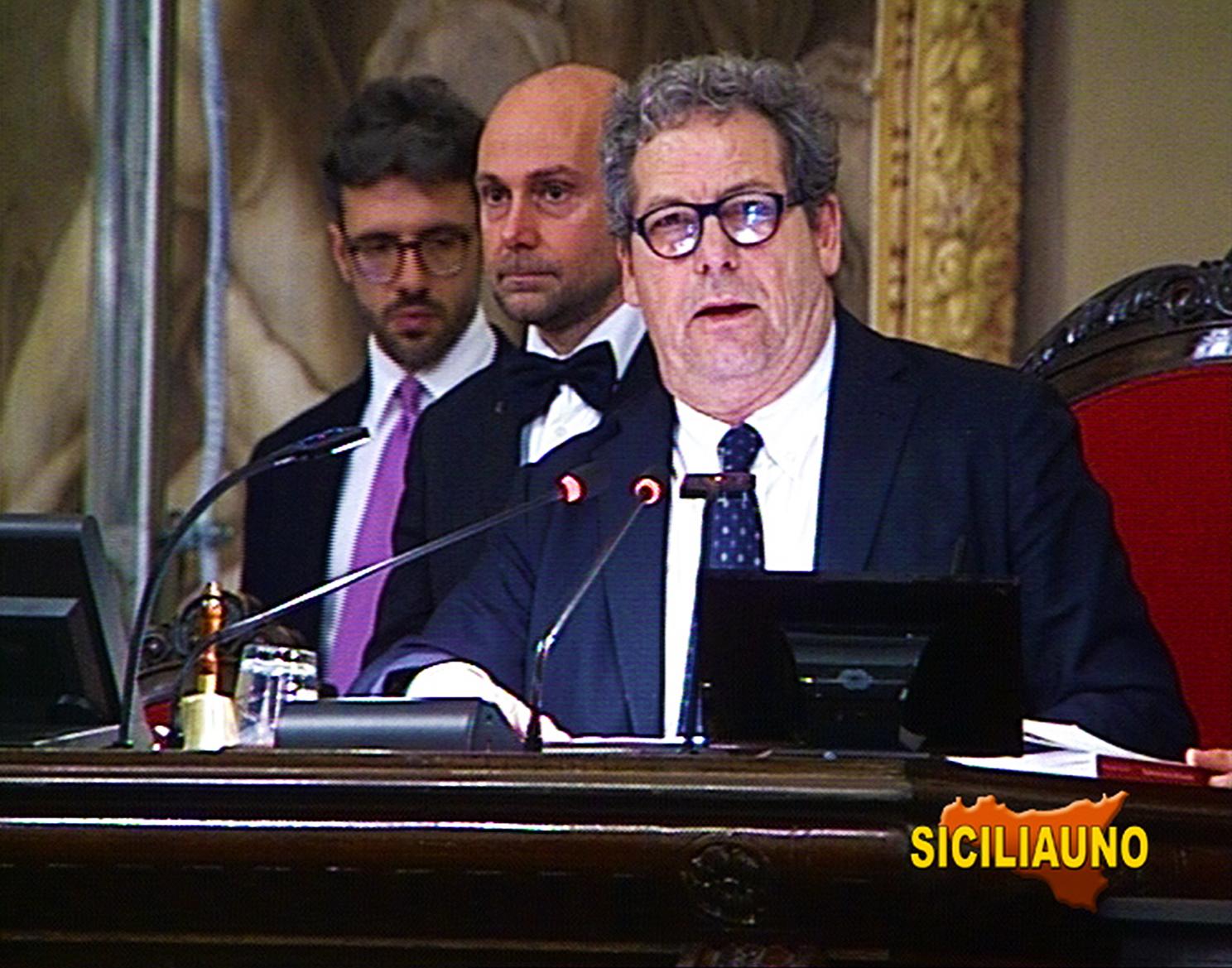 Ufficio Di Presidenza : Ufficio di presidenza miccichè: u201cdue segretari in più ma a costo