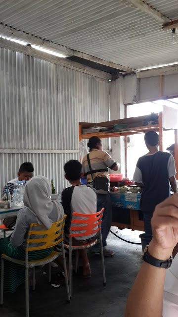 Suasana Soto Daging Cak No