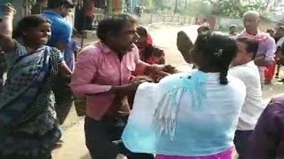 महिला सफाई कर्मी से छेड़खानी करना एक व्यक्ति को पड़ा महंगा, स्थानीय लोगों ने जमकर धोया