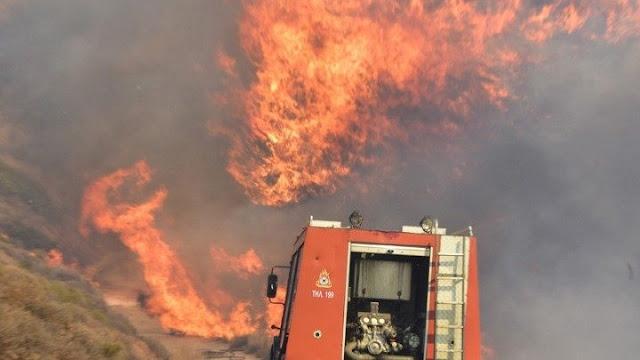 Ενισχύθηκαν οι πυροσβεστικές δυνάμεις στη φωτιά στο Καλέντζι Κορινθίας