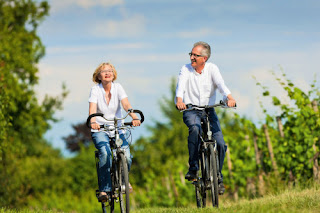 велопрогулка пожилая пара