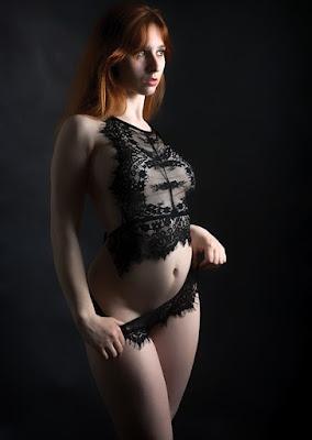 """Es ist ein BDSM-Fetisch, bei dem die Frau an sexuellen Aktivitäten teilnimmt und dafür Geld, Geschenke oder Gefälligkeiten erhält. Anders als bei einer Eskorte, da das Geld / die Geschenke möglicherweise nicht für das tägliche Überleben benötigt werden, sondern für die Aufregung und das Tabu der Bezahlung für das Spiel. """"Marks Frau liebte es, eine Hobbyhure zu sein, obwohl sie das Geld nicht brauchten.""""    Wenn jemand in sehr kurzer Zeit zu viele Hobbys ausprobiert, nimmt er keines von ihnen ernst, sondern versucht es nur, um den Leuten zu sagen, dass sie Teil von etwas sind oder dass sie an etwas interessiert sind, obwohl sie in Wirklichkeit sehr lustig und langweilig sind Menschen.    Die Hobbys können alles sein, vom Inlineskaten bis zur Fotografie, von Parkour bis zum Schwimmen. Die Hobby-Hure kann sich auch Musiker oder Bboy nennen, obwohl sie vor einer Woche ihr erstes Instrument gekauft haben oder sich weigern, vor Leuten zu tanzen."""