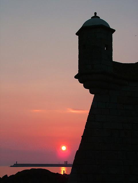 torre do forte do Castelo do Queijo e o pôr do sol