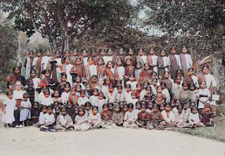 wanita anak-anak dan perempuan inggris dari rhine missions di sipaholon