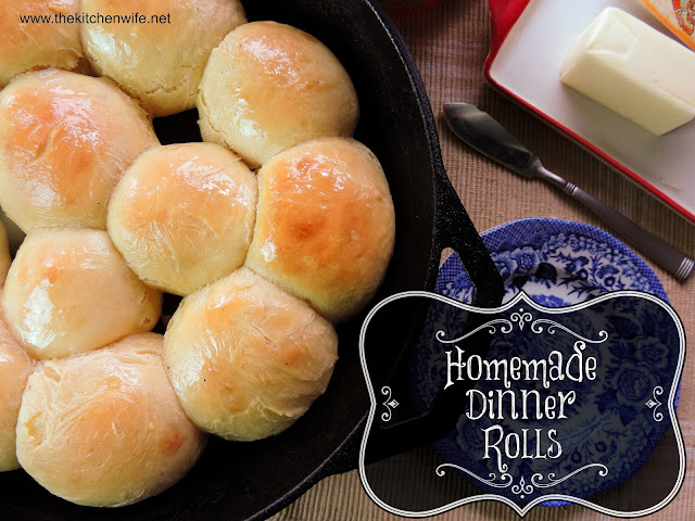 The finished dinner rolls in a cast iron skillet with the title.