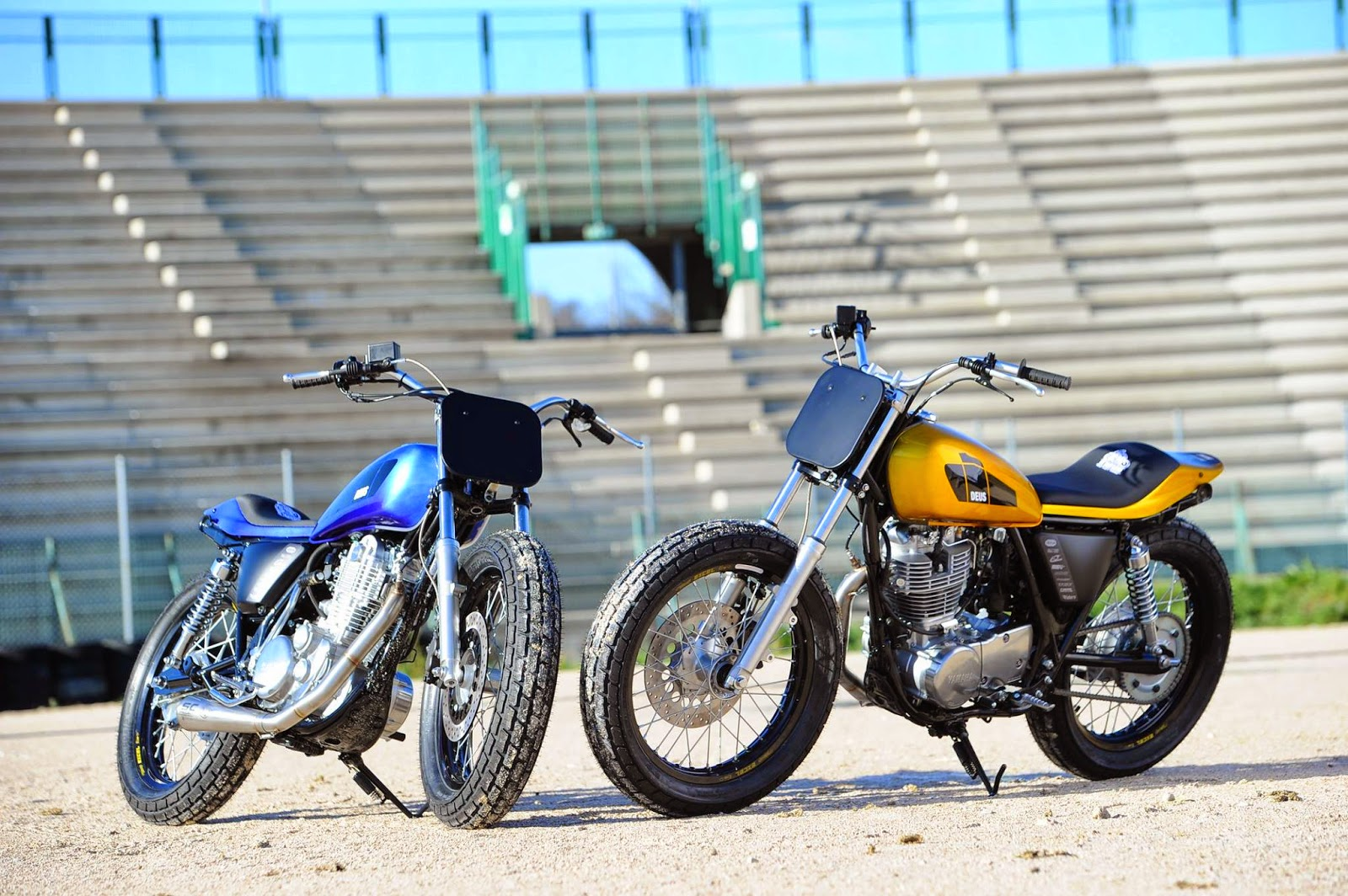 Di traverso flat track school rocketgarage cafe racer for Dirt track garage