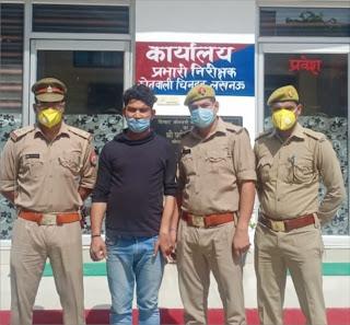 20 हजार रूपये का ईनामी बदमाश चढ़ा चिनहट पुलिस के हत्थे  | #NayaSaberaNetwork