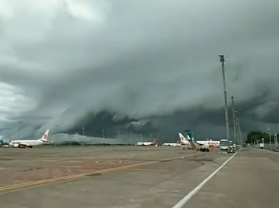 Heboh!! penampakan awan berbentuk ombak tsunami di langit makassar