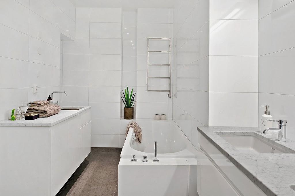 Klasyczny, elegancki salon i nowoczesna kuchnia - wystrój wnętrz, wnętrza, urządzanie domu, dekoracje wnętrz, aranżacja wnętrz, inspiracje wnętrz,interior design , dom i wnętrze, aranżacja mieszkania, modne wnętrza, styl klasyczny, styl nowoczesny, łazienka, biała łazienka, projekt łazienki