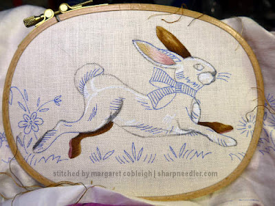Embroidered Easter Table Runner: Beginning to embroidery the new Easter bunny