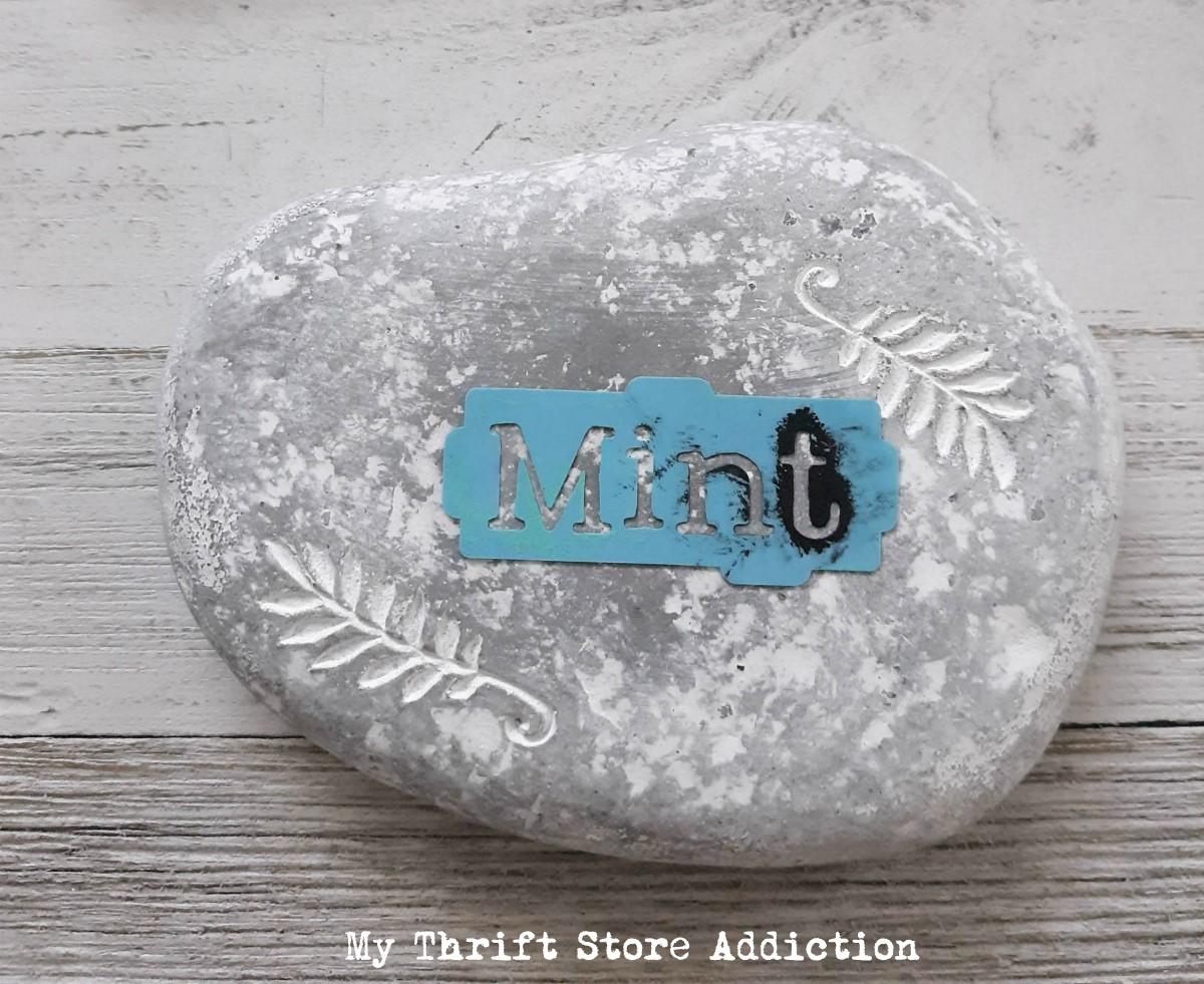 15 minute DIY herb marker stones