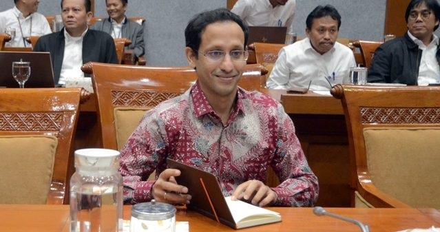 Selangkah Nadiem Makarim Direshuffle Jokowi, Kecuali Punya Nyali Desak Provider Gratiskan Internet buat Siswa