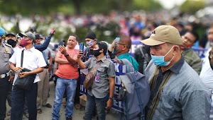 Warga di Martubung Unjuk Rasa Soal Kerusakan Jalan