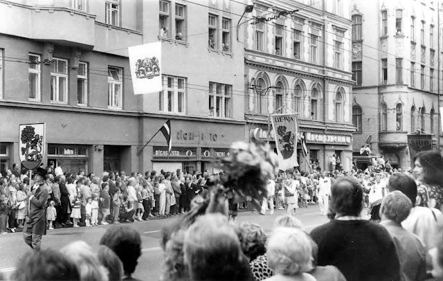 7 июля 1990 года. Рига. Улица Бривибас. Праздник песни (фото из архива: aldoniskraulis)