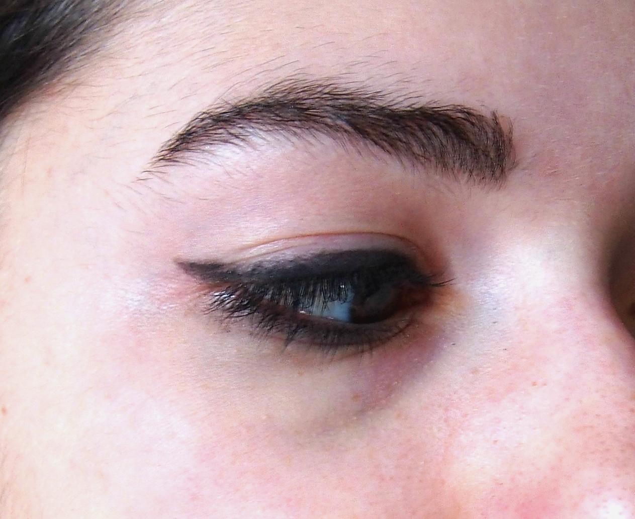 cat eyeliner on eyes