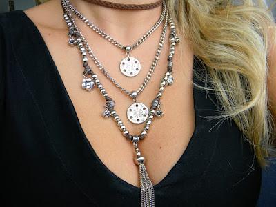 Mix de colares são a grande inspiração que vieram direto das passarelas para a rua.