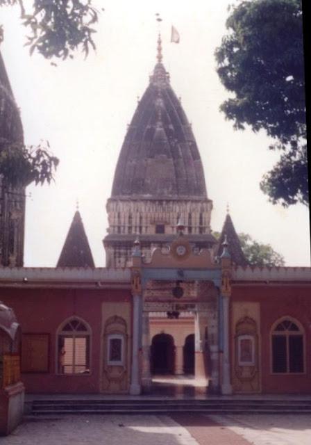 रघुनाथ मंदिर  में 33 करोड़ देवी देवता करतें  निवास -  जम्मू