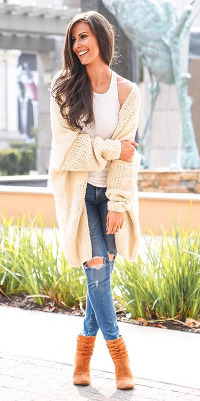 Are you wondering which pieces of clothing are in style this winter? Here we've prepared a complete list of the best winter fashion lookbook. Women's Outfit Ideas via higiggle.com | Cardigan + Jeans Outfits | #winterstyle #fashion #cardigan #jeans