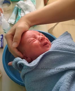 como dar banho no bebe recém nascido