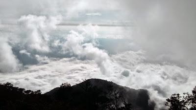 Lautan Awan Puncak Cikuray