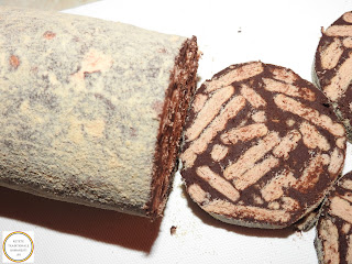 Reteta salam de biscuiti cu mascarpone de casa traditional preparat cu miere de albine ciocolata neagra nuci coapte si esente de vanilie migdale si rom retete culinare prajituri torturi si deserturi dulci fara coacere rapide,