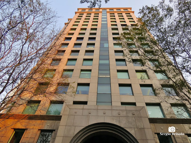 Perspectiva inferior da fachada do Edifício Metropolitan Office - Pinheiros - São Paulo