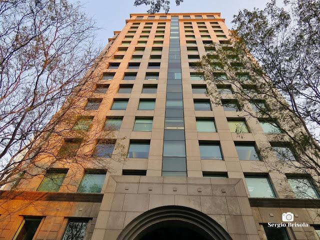 Perspectiva inferior da fachada dos Edifícios Metropolitan E Platinum Offices - Pinheiros - São Paulo