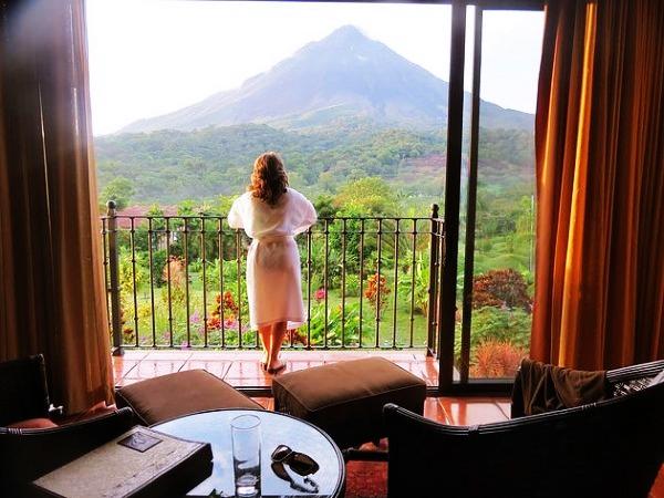 ¡Hoteles para tu comodidad!  El volcán se ha convertido en un lugar de vacaciones favorito en Costa Rica, lo que llevó a la construcción de una gran cantidad de hoteles.