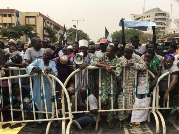 Beggars demand fair treatment as they protest at Sanwo-olu's office and Lagos State Assembly (Video)